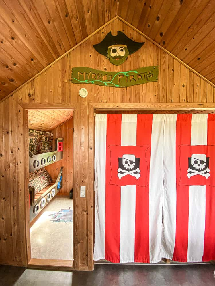 pirate hut